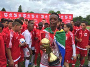 Siyabonga Mkwanazi with the trophy.