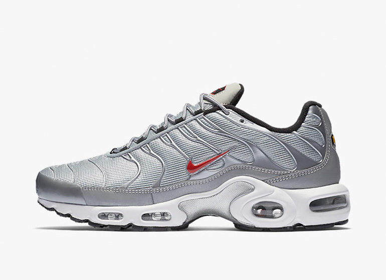 nike-air-max-plus-tn1-silver-bullet-770x558