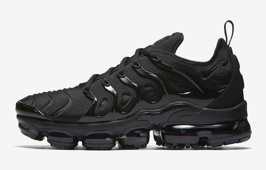 Nike-Air-VaporMax-Plus-Triple-Black-1
