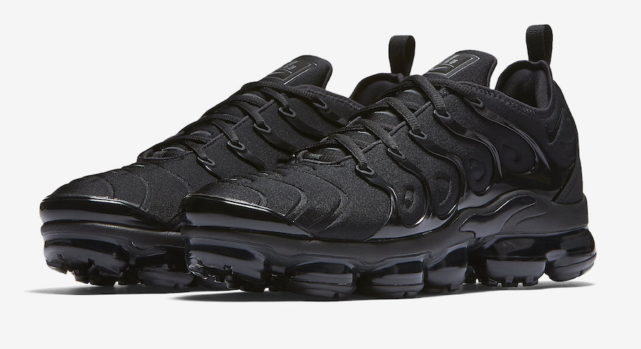Nike-Air-VaporMax-Plus-Triple-Black