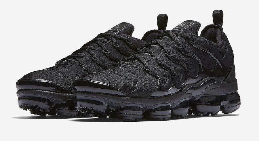 Nike-Air-VaporMax-Plus-Triple-Black